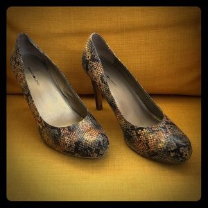 Bandolino colored snakeskin heels